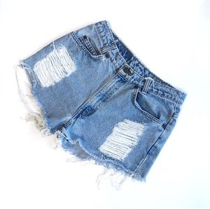 VTG Distressed Levi's 550 cut off jean shorts 27